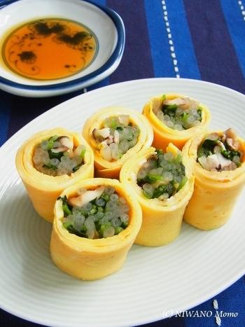 こちらは野菜のシャキシャキとした食感が面白い、椎茸や豆苗を卵で包んだもの。鮮やかな色どりが、お弁当を楽しくしてくれます。