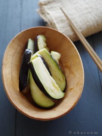 白だしを使ったなすの簡単漬物。生姜の香りが良いアクセントに♪