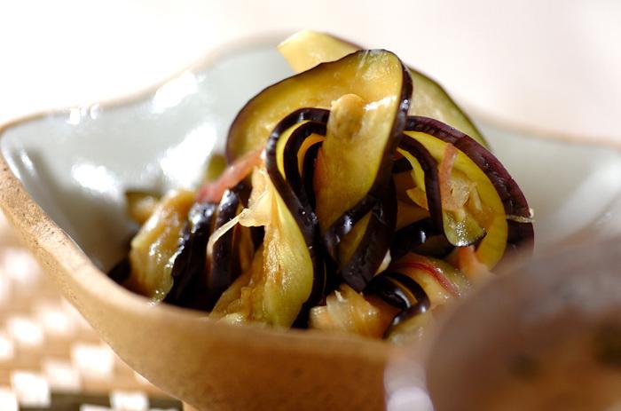 いつも少しだけ残ってしまうミョウガも一緒に漬け込んで。他の野菜でも試してみたくなるレシピです。