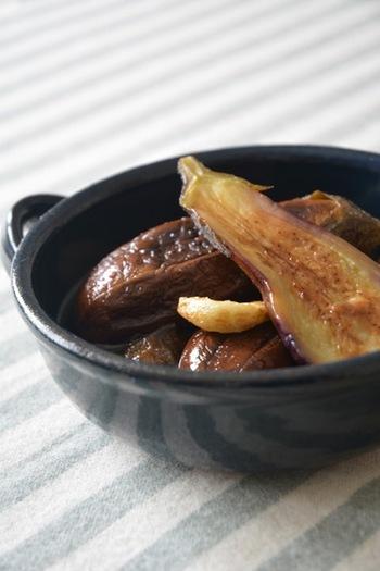 なすを焼いてから漬けるレシピはちょっと新鮮ですね。焼くことで甘みと香ばしさが加わります。
