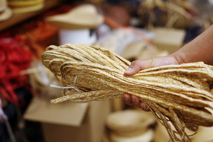 麦わら帽子の元となる麦稈真田(ばっかんさなだ)