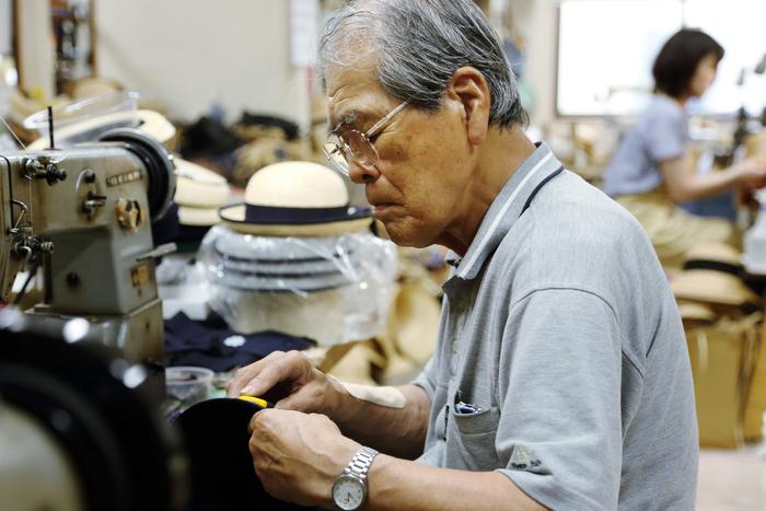 4代目・田中行雄さん。今でも現役の職人として工場に立ち、帽子作りを続けています