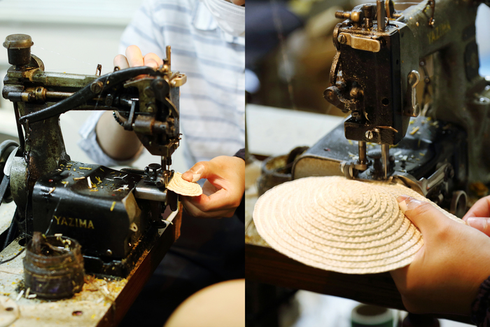 「渦」と呼ばれる頭部の中央から縫い始め(写真左)、皿状(写真右)からだんだんと麦わら帽子の形になっていきます。縫い進めては一瞬ミシンを止め、また動かし……慎重に調整しながらきれいな円を描いていきます
