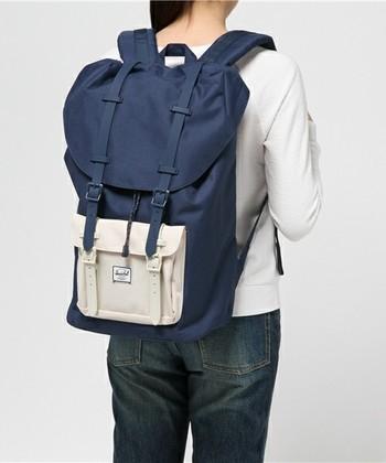 独自に開発したファブリックで作られるバッグは耐久性バツグン。機能性とデザイン、どちらも大切なあなたは迷わずHERSCHELを。