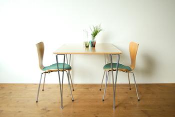 販売中のフリッツ・ハンセン社製テーブルB636と合わせてセットで使っても♪お部屋が一気にさわやかな印象になりそうです。