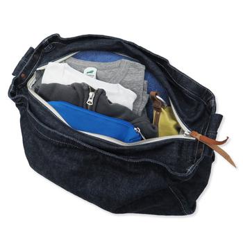 こんな風に、たくさん荷物を入れられます!ショルダーストラップには薄いパッドが入っているので、負担にならずうれしい♪