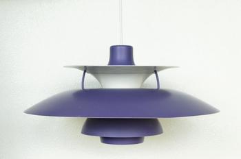 『ルイス・ポールセン社製 ポール・ヘニングセン PH5(パープル)』  1960年代のルイス・ポールセン社製のペンダントランプ。ポール・ヘニングセン氏によりデザインされ、1958年から現代まで愛される素晴らしい作品です。日本ではちょっとお目にかかれないきれいなパープルも魅力。