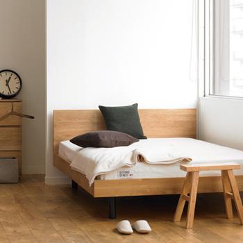 北米産ホワイトオーク材の無垢集成材を使った無垢材ベッド。