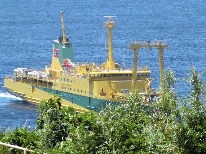 なお、御蔵島に行く際は、必ず事前に宿の予約をすること。宿の予約がないと上陸できないので注意しましょう。