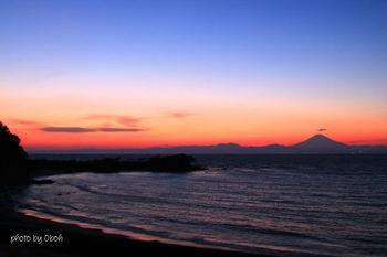 海岸に接していることで、夕日の時間は、一番の見どころになります。天気の良い日、海岸線からは、美しい夕日が見られます。 サーフィンやマリンレジャーを楽しまれる方が多く、年間を通じて多くの方が訪れる場所となっています。