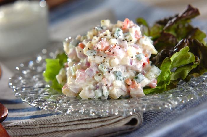 塩ヨーグルトで作ると野菜がおいしく食べられます。しかも、乳酸菌が入っているのでダイエット効果も期待できます。野菜と塩ヨーグルトを和える前に野菜にも塩を振っておくのがポイント!塩ヨーグルトと馴染みやすくなるのだそう。