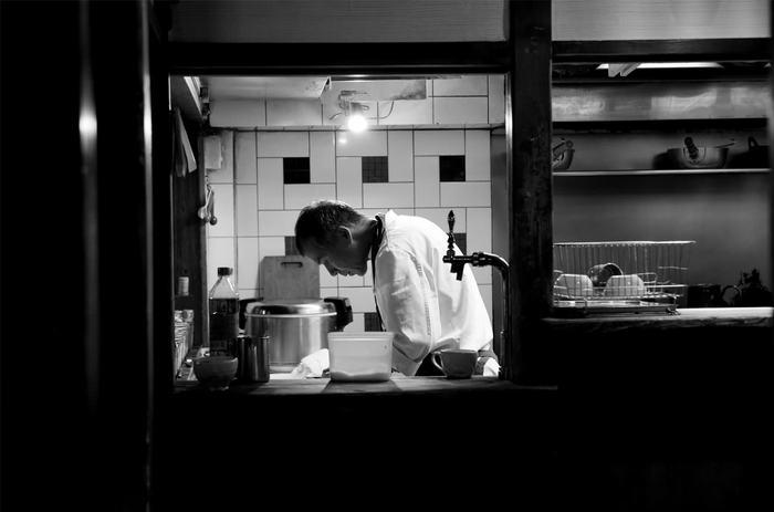 「スパイスカフェ」をオープンさせた伊藤さんは、日本ではまだなじみの浅いスパイス料理をもっと楽しんでもらいたいという思いでお店をオープンさせました。本格的でありながら、日本人の口に合うスパイス料理を提供してくれます。