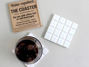「THE」のコースターなら、そんな悩みをすべて解決してくれます。水に強い白のタイルのコースターは、おしゃれな見た目だけじゃありません!
