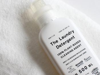 環境負荷の低さが特徴的な「THE 洗濯洗剤」。一般的な洗剤が生分解されるまでに約一ヶ月かかるのに対し「THE 洗濯洗剤」は1週間後には100%生分解されているんです(生分解とは微生物により、汚れや洗剤が水と二酸化炭素へ分解され自然に還ることです。)