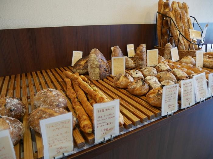 旬のフルーツや地元食材を使ったパンも人気ですが、カンパーニュなどのハード系のパンも美味しいと口コミで評判となっています。