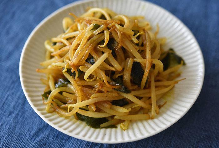 「あるもので、何かもう一品!」のときに助かりそうなシンプルレシピ。カレー粉&醤油でご飯が進みそう。