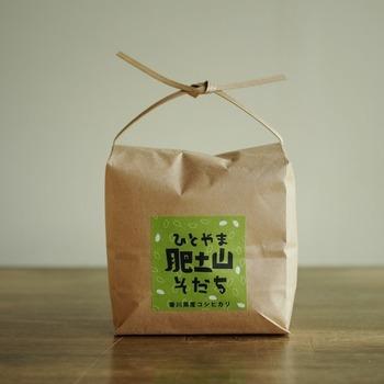 小豆島の肥土山地区で育てられたお米、〈肥土山そだち〉も購入できます。育てられた風景を想像しながら、味わいたいですね。