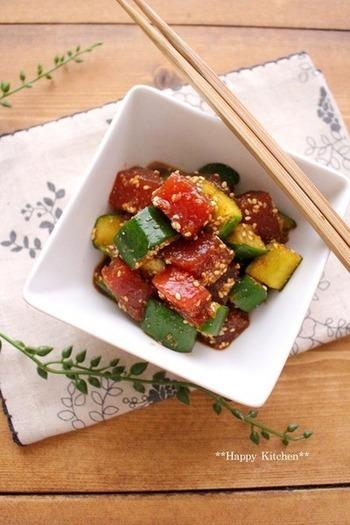 夏野菜「きゅうり」にマグロをプラスして。暑い日にぴったりな栄養満点ユッケはいかが?味付けも、醤油や砂糖、ごま油、ニンニクなどの自宅にあるものだけで作れちゃいます。