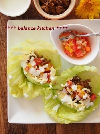 タコスの皮のかわりにキャベツを使ったヘルシーなタコスです。そしてサルサソースにミートソースをアレンジして、辛み控えめ&コクたっぷりのソースに。とっても野菜に合う味!野菜がたくさん食べられますよ。