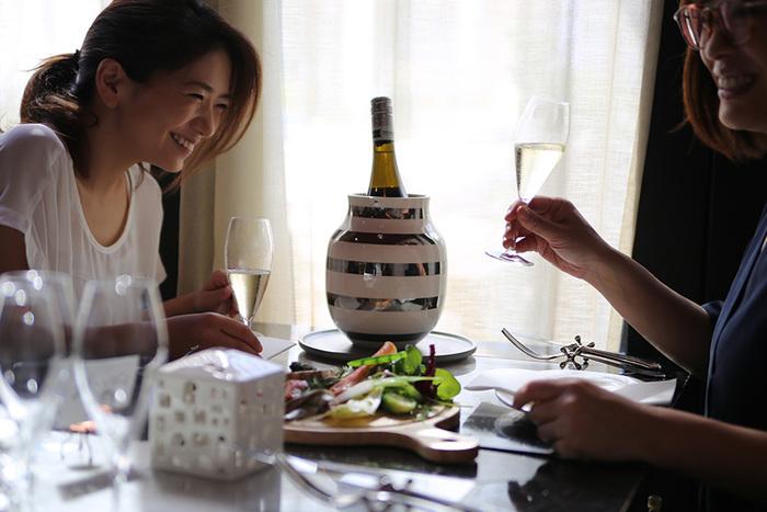おもてなしやホームパーティーにもおすすめ。テーブルの真ん中にあれば、食卓がぐっと華やぎます。 オマジオを囲めば、きっとお客様との会話もはずむこと間違いなし。