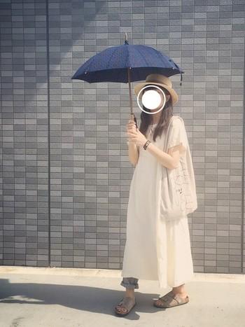 こちらも同じ、ランフランセダンタンの日傘です。全体をやわらかなカラーでまとめた日の、アクセントにぴったりですね。