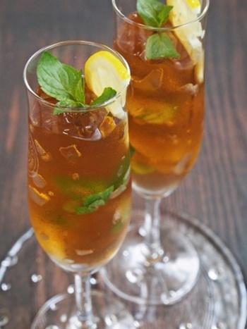 新生姜、ジンジャーエール、ワインを使った大人のクラッシュジンジャーゼリーのレシピです。お好みで、ジンジャーエールや白ワインをさらに注いでもOK◎