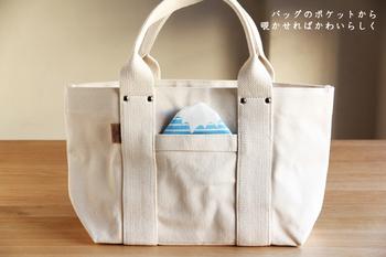 バッグやジャケットのポケットからチラ見せすると、とってもユニーク!外国の方へのお土産にもおすすめです。