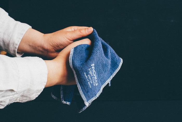 厳選した素材を使い、作り手自らが使い心地を確かめながら生産される【kontex】のタオル。吸水性・速乾性に優れているので、小さくても一日しっかり使えます。