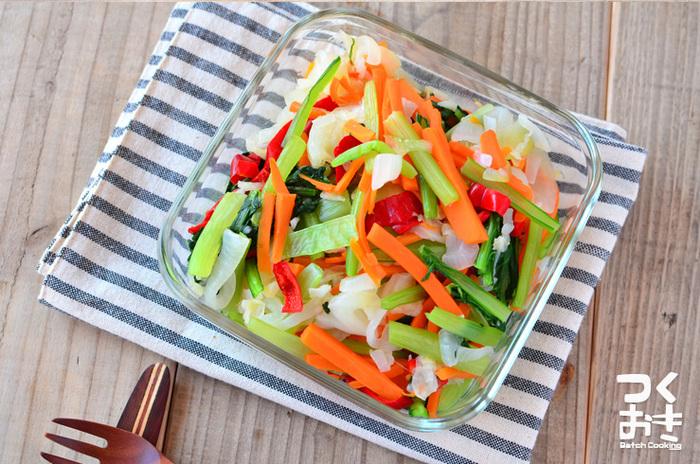 彩り豊かな常備菜。 お家にある野菜で楽しめる簡単な一品です。野菜を茹ですぎないのと、食べる直前にドレッシングをかけるのがポイントです!