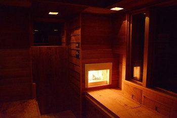 そしてなんと小さな本物の暖炉まで付いているというので驚き!快適に過ごせる工夫と職人さんの気配りが感じられます。  画像提供:タイニーハウスジャパン