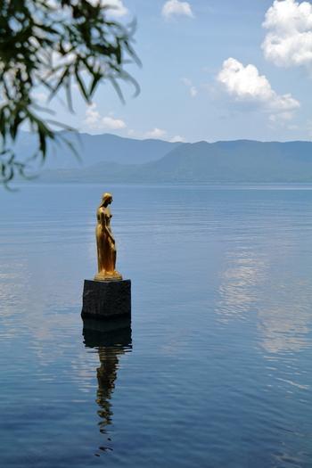 """韓国のドラマにも登場した田沢湖にある""""たつ子像""""は、伝説の美少女伝説をもとに、高村光太郎の門下の彫刻家、舟越保武が制作したブロンズ像です。"""