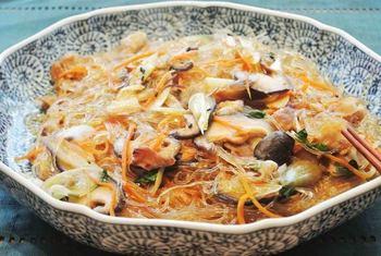 野菜もたっぷり入った和風春雨レシピ。焼肉のたれと、醤油、すりおろし生姜で味付けも簡単!