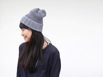 ベーシックなカラーが揃い、どんなコーディネートでも活躍してくれます。 被る深さや、髪型でも印象が変わるニット帽で、この夏もオシャレに過ごしましょう♪