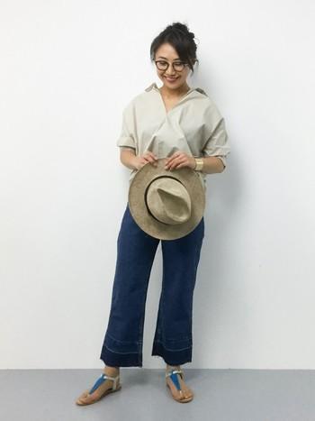 「白シャツを着たいけれど太って見えるかも?汚れも心配…」という方には、ベージュをおすすめします!薄い色合いのベージュなら、白シャツのように爽やかに着こなすことができますよ♪