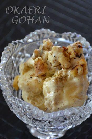 ガラムマサラがアクセントになった、スパイシーなアイスです。バナナとクルミで、ボリューミィな一品に。アイスクリームにスパイスを混ぜるのも珍しく、変化を楽しみたい時におすすめです。