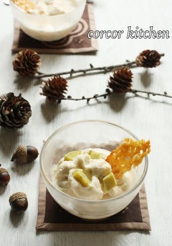 こちらはアイスクリームにチーズを混ぜるアレンジです。さらに、デコレーション用のパルミジャーノレッジャーノも添えることで、おしゃれ度UP&食感の変化も楽しめます。さつまいもとチーズの相性も良さも味の決め手に♪