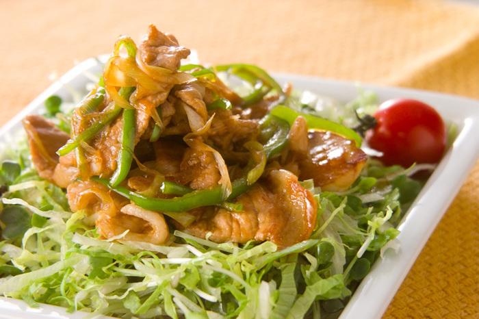豚肉のママレード炒めは甘辛味で白いごはんにぴったりのメニューです。