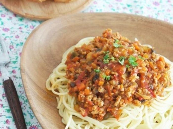 給食の人気メニュー、ミートスパ。優しい味付けとソフト麺が懐かしい!という人も多いのでは。こちらは管理栄養士さんが作った、小さなお子さんにも食べやすい野菜たっぷりのレシピです。