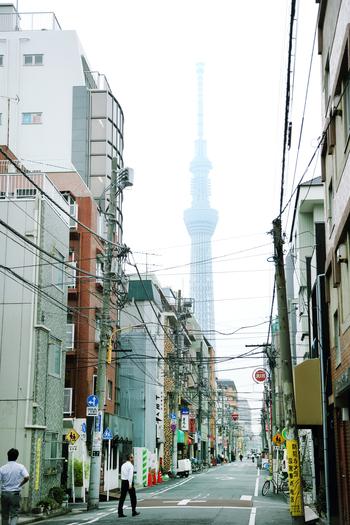 廣田硝子本社すぐ近くの景色。東京スカイツリーがどこからでも見える錦糸町に廣田硝子はあります