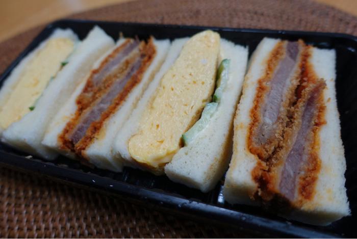 とろっと厚みのある玉子サンドとジューシーなカツサンドのセット。ボリューム満天で、一度食べたらやみつきです。