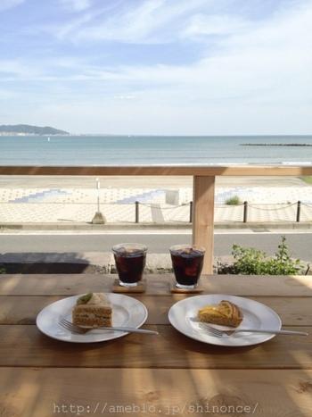 海沿いの心地よい空間で心と体に優しい食事を楽しむことができます。 休日のリフレッシュに訪れてみてはいかがでしょうか。