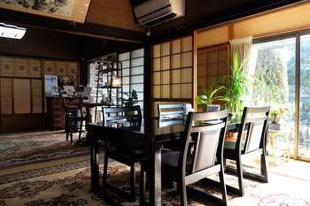 「はこきび」は、吉備津彦神社の近くにある古民家を改装したカフェ。 米国帰りのご夫妻がご自宅を使って営業されています。アンティークの家具や食器が雰囲気良く飾られた室内は、ゆったりとして落ち着くと評判です。