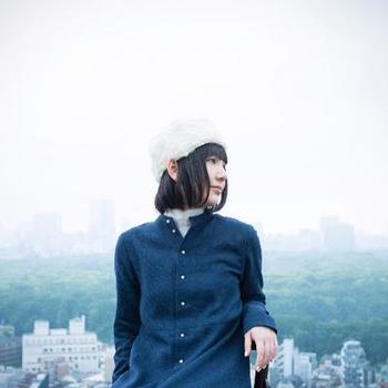 続いてはシンガーソングライター、sugar meの作品。英語、日本語、フランス語を自在に歌い分け、ポップでアコースティックなサウンドと自在に変化する澄んだ歌声で、多方面から好評を得ています。