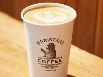アラビカブレンドかロブスタブレンドか選んで、十勝加藤牧場直送のジャージー牛乳と合わせたBaristart Latte。HotとIceの2種類あります。