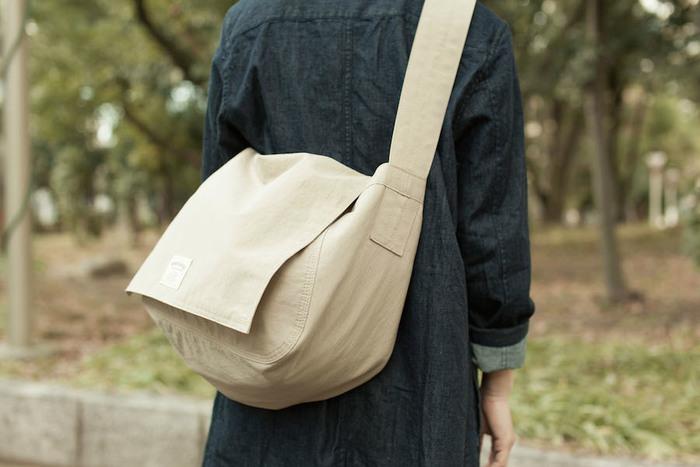 いかがでしたか?WONDER BAGGAGEのバッグは見た目はとてもライトな感じ。でも、びっくりするほどの大容量で実用性の高いバックなのです。シンプルなデザインは、どんなファッションに合うので嬉しいですよね。