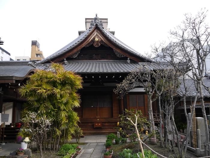 壬生屯所近くにある光縁寺は、数多くの新撰組隊士たちが眠る場所です。ここには、新撰組総長を務めた山南敬介をはじめ、新撰組で殉職した隊士達の墓碑があります。