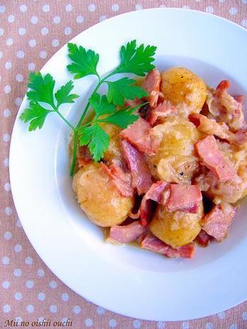 ジャーマンポテトも炊飯器でできちゃうんです!トロトロの玉ねぎがジャガイモにからまって、ベーコンの旨みも全体にいきわたる、、たまりませんね。