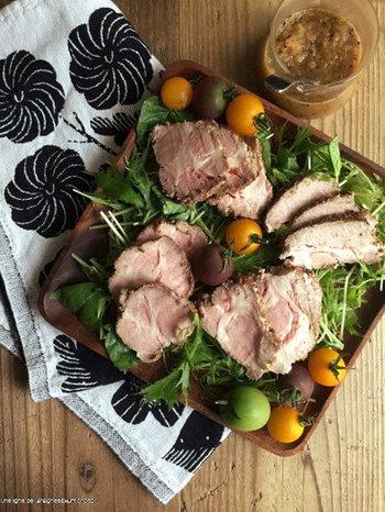 お次はこちら、ローストポーク。こちらも保温機能でゆっくり調理。ビタミンB1たっぷりの豚肉で夏も元気に過ごせますね♪