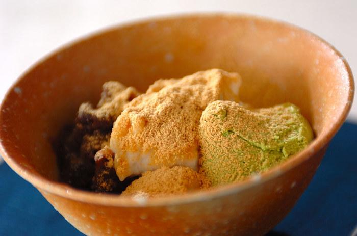 牛乳で作るミルクわらびもちパフェのレシピです。お好みのアイスクリームとあずきなどをトッピングしましょう!
