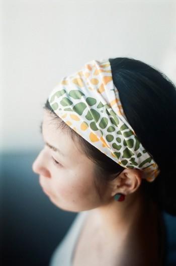 こちらは、手ぬぐいをターバン風のヘアバンドにアレンジした作品です。